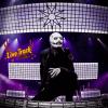 Corey Taylor revela su nueva máscara durante el set Rocklahoma de Slipknot